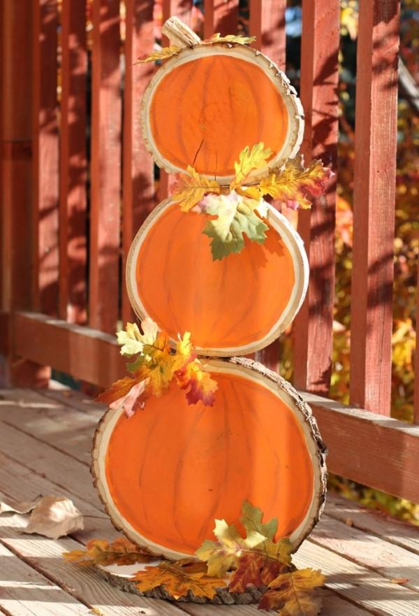Basteln mit Holzscheiben zum Halloween – kinderleichte DIY Ideen und Anleitung deko gestabelte baumscheiben