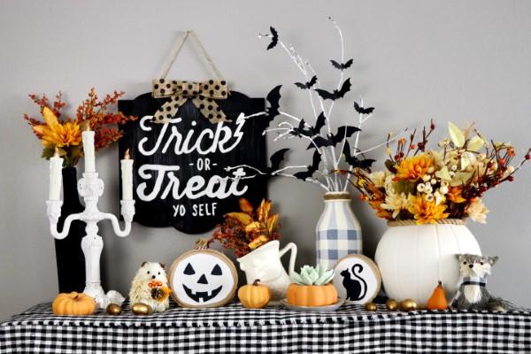 Basteln mit Holzscheiben zum Halloween – kinderleichte DIY Ideen und Anleitung halloween deko arrangement