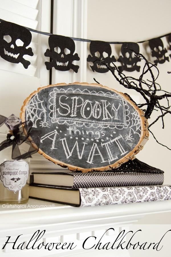 Basteln mit Holzscheiben zum Halloween – kinderleichte DIY Ideen und Anleitung schwarz tafel baum