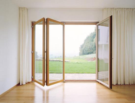 Faltfenster moderne Faltschiebetüren viel Licht direkter Übergang zum Außenbereich