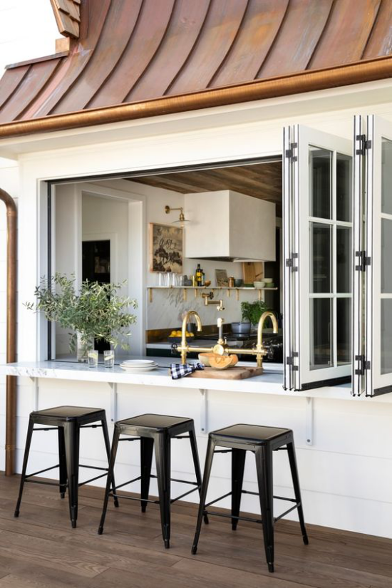 Faltfenster moderne Fensterkonstruktion beim Kochen direkten Kontakt mit dem Außenbereich haben