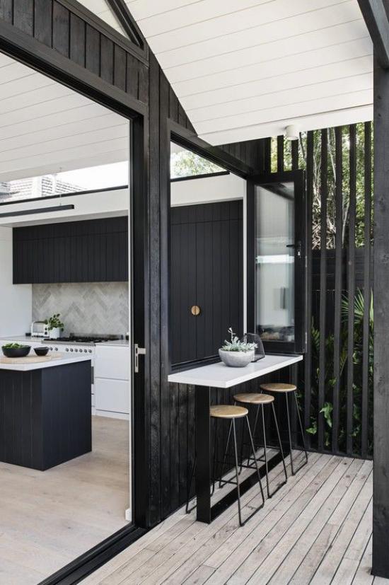 Faltfenster moderne Fensterkonstruktion elegantes Design aus schwarzem Metall und Glas