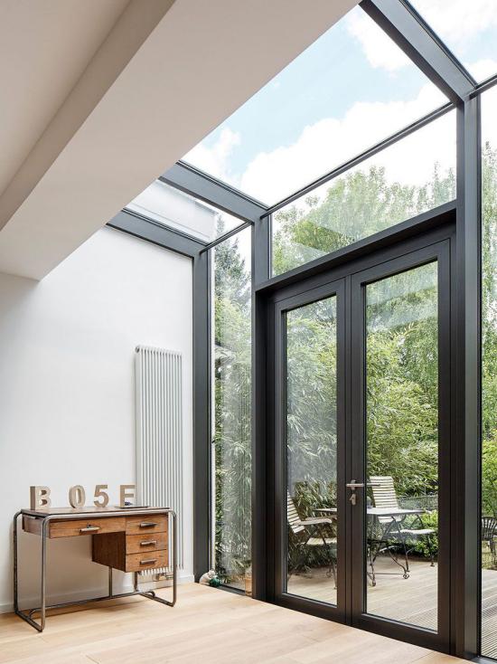 Faltfenster moderne Fensterkonstruktion mit Dachfenster kombiniert viel Tageslicht zulassen