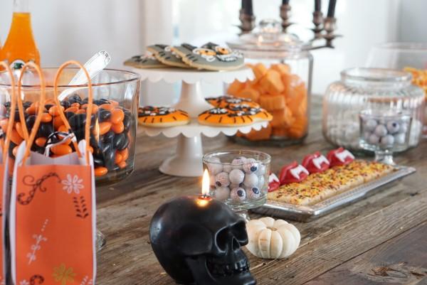 Halloween Buffet – Deko Ideen und Tipps für eine tolle Gruselparty buffet mit süßigkeiten gruselig schön