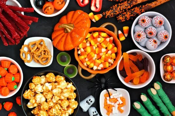 Halloween Buffet – Deko Ideen und Tipps für eine tolle Gruselparty gruselige deko ideen süßigkeiten