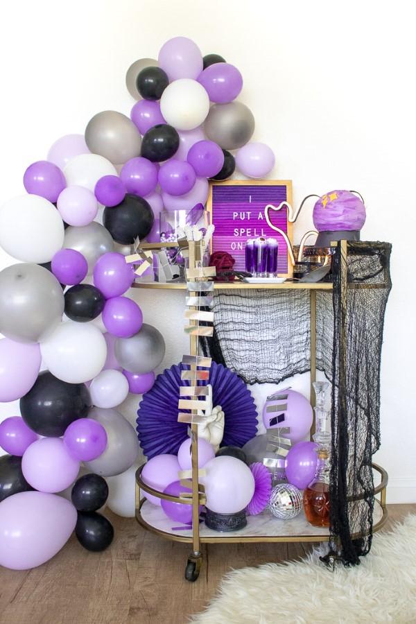 Halloween Buffet – Deko Ideen und Tipps für eine tolle Gruselparty lila schwarz metallic deko