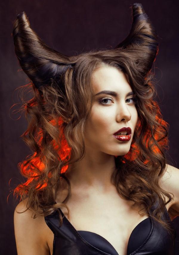 Halloween Frisuren Ideen und Tipps für ein gelungenes Grusel-Outfit kostüm mit hörnern idee