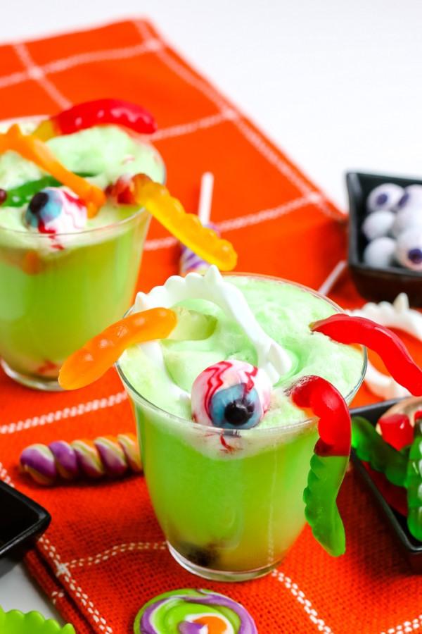 Halloween Getränke – 3 alkoholfreie Rezeptideen für eine tolle und nüchterne Party grüne schlammbowle waldmeister