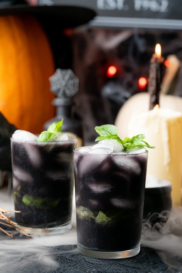 Halloween Getränke – 3 alkoholfreie Rezeptideen für eine tolle und nüchterne Party schwarze getränke aktivkohle