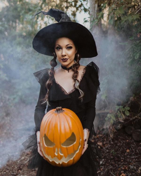 Halloween Makeup Ideen und Tipps für Ihr diesjähriges Kostüm hexe klassisch adams family