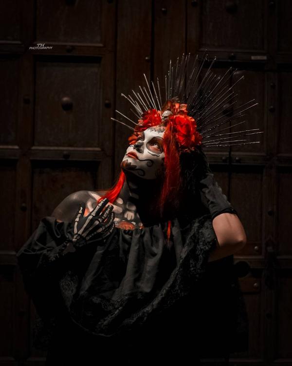 Halloween Makeup Ideen und Tipps für Ihr diesjähriges Kostüm zuckerschädel ideen blumen