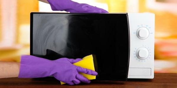 Haushaltsgeräte sauber halten regelmäßige Reinigung von Mikrowelle