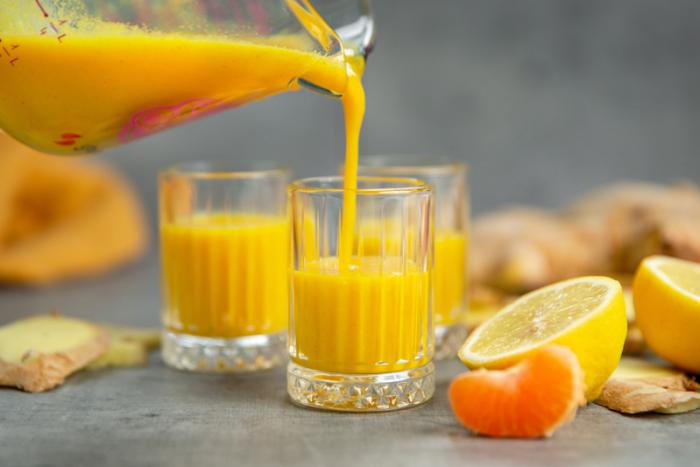 Ingwer Shot selber machen gesunde Wurzel Zitronen Orange gesunder Saft