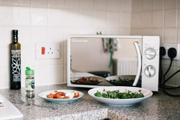 Mikrowelle reinigen welche natürliche Hausmittel kann man verwenden