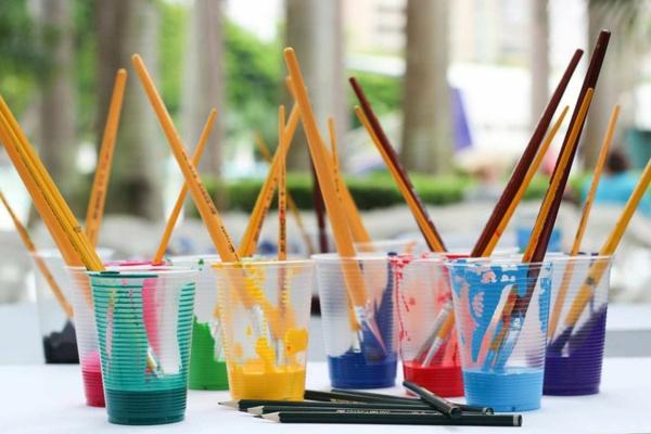 Mit Kindern basteln 8 Bastelideen für Kleinkinder mit Farben und Pinsel