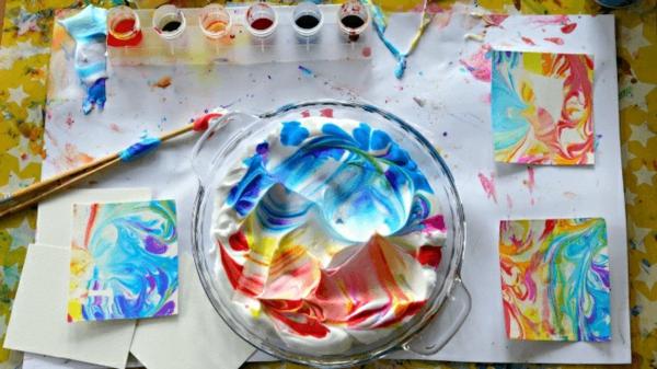 Mit Kindern basteln Bastelideen Rasierschaum mit Farbe