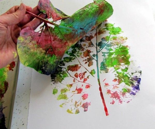 Mit Kindern basteln Herbstblätter abdrucken