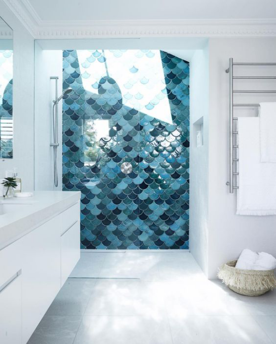 Moderne Dachfenster im Bad interessante Gestaltung Licht-und Farbeffekte