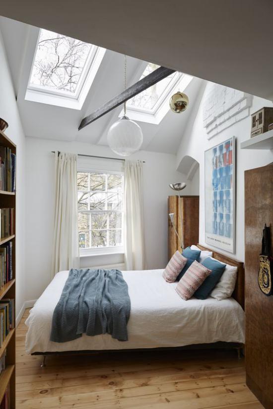 Moderne Dachfenster im Schlafzimmer nachts den Sternenhimmel betrachten Romantik pur