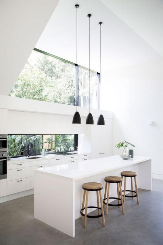 Moderne Dachfenster in der Küche viel Tageslicht hell einladend keine Grenze zwischen drinnen und draußen