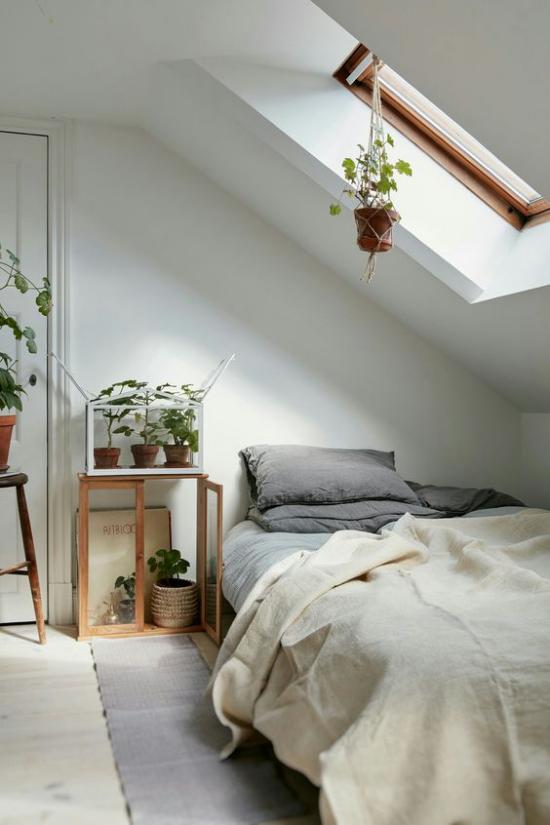 Moderne Dachfenster romantisches Schlafzimmer Gemütlichkeit Natürlichkeit treffen aufeinander