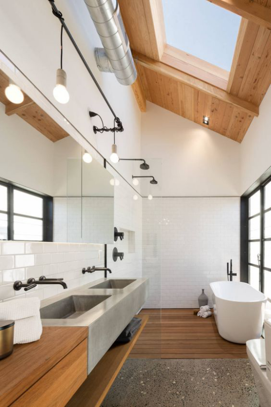 Moderne Dachfenster schickes Bad gut Beleuchtet schräges Dachfenster Holzdecke