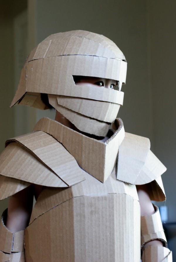 Ritterhelm basteln zum Halloween oder Fasching – kinderleichte Ideen und DIY Anleitung kinder kostüm pappe
