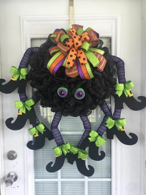 türkranz halloween attraktive dekokränze hexenbeine spinne