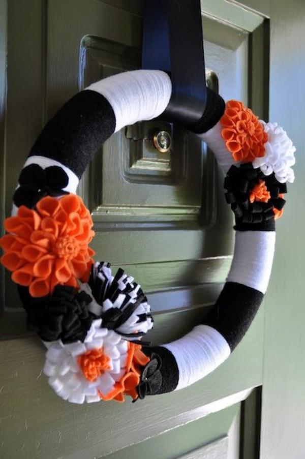 türkranz halloween schwarz weiß orange stoffblumen